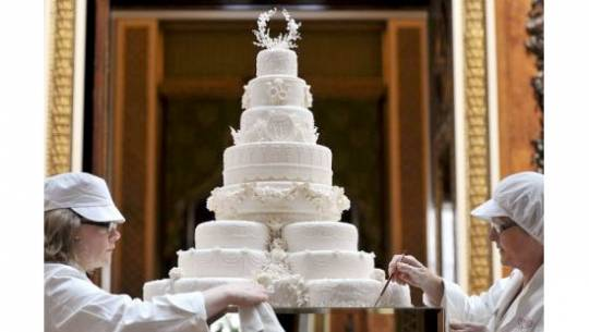 Eight-tier wedding fruit cake