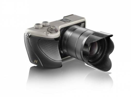 Hasselblad Lunar black leather and titanium