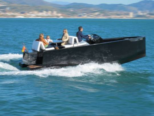 De Antonio Yachts D23 motor boat with hidden outboard is ideal for day trips