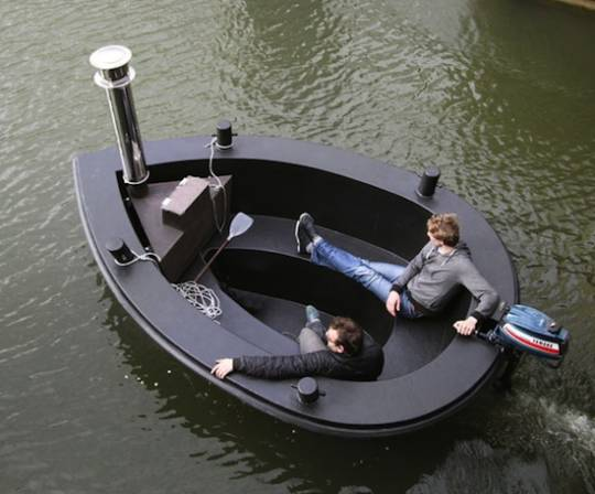 Black Hot Tug