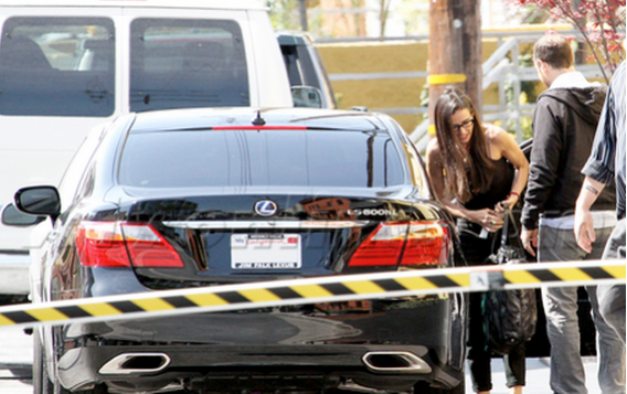 The actress was gifted this $100,000 car by her ex-husband Ashton Kutcher few days before the couple split up.