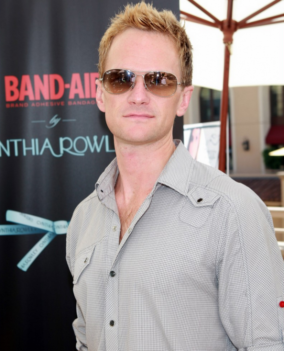 Neil Patrick Harris loves to wear Ray Ban