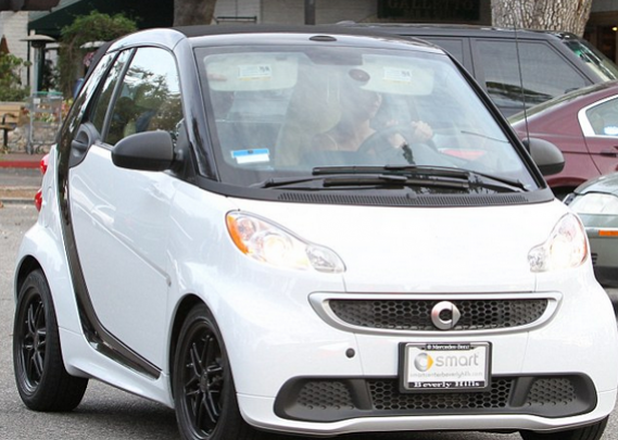 Britney Spears white colored Mercedes-Benz Smart car