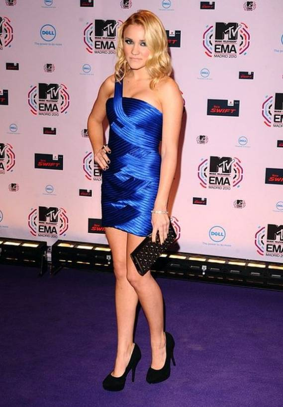 Osment wore the beautiful blue cocktail dress at the 2010 MTV Music awards held in Spain