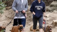 "Actress Jessica Biel owns a big pit bull named ""Tina"""