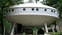Chattanooga Flying Saucer House up for grabs