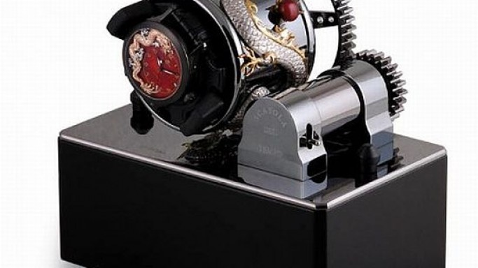 Zannetti customizes the Box of Time Dragon watch winder with silver dragon