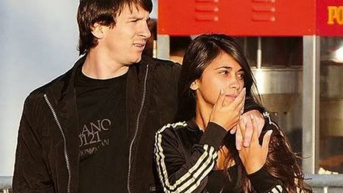 Antonella Roccuzzo and Lionel Messi usually prefers wearing Adidas Brand