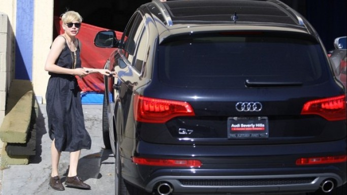 Michelle Williams drives a jet black Audi Q7.