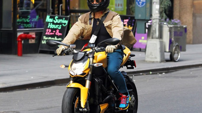 Orlando Bloom rides Ducati Streetfighter 848