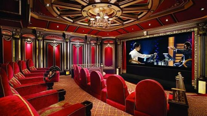 Cinema De La Mer: Hollywood-style home theatre in a Palm Beach residence