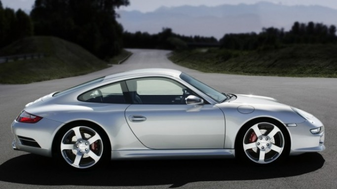 Porsche Turbo 997 car - Color: Silver  // Description: versatile