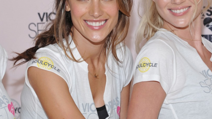 The Brazilian supermodel, Alessandra Ambrosio showed that she is indeed a very beautiful woman as she decided to be part of the SoulCycle charity event