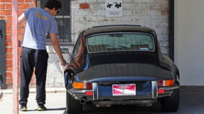 Orlando Bloom drives Porsche 912