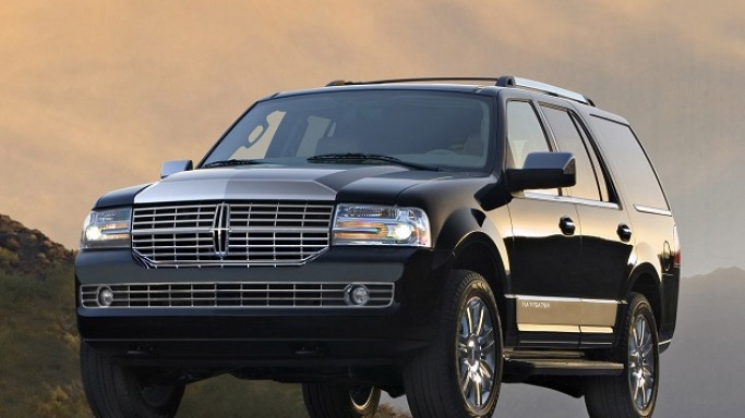 Lincoln Navigator car - Color: Black  // Description: glamorous