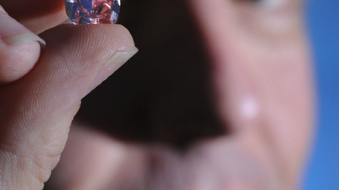 A rare pink diamond to be auctioned in Canada