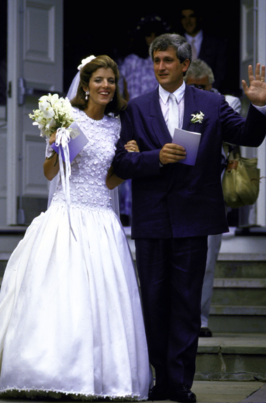 Caroline kennedy net worth biography quotes wiki for Caroline kennedy wedding dress